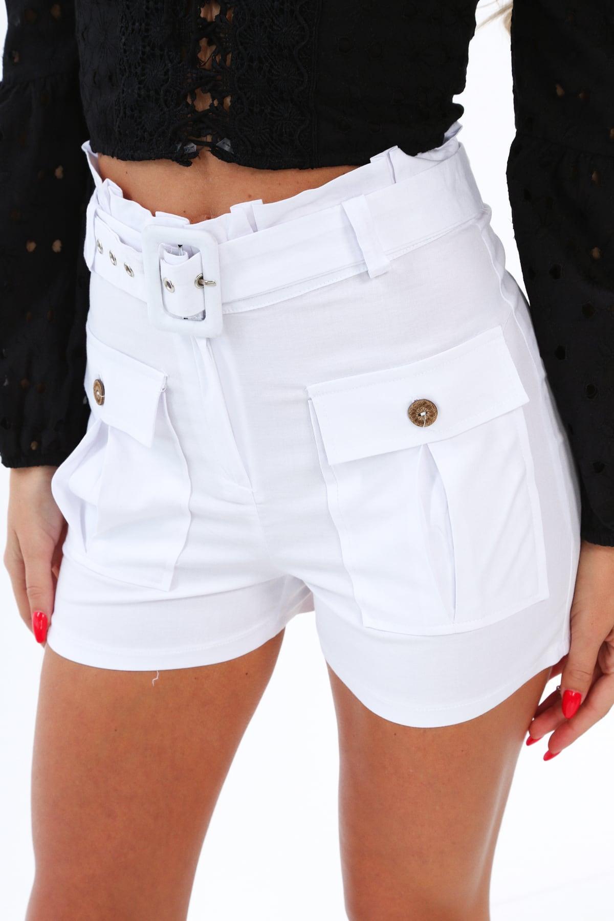 Elegantné biele šortky