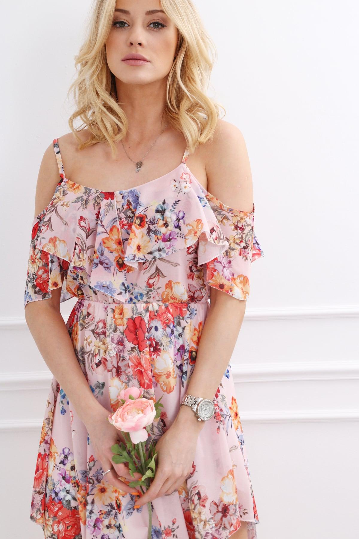Svetlo ružové šaty na ramienkach s kvetinovým motívom