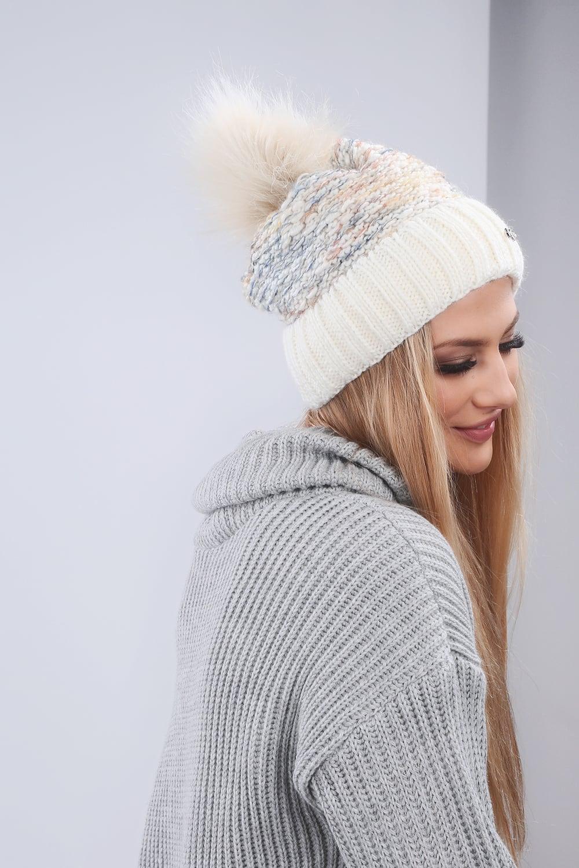 01a618870 Zimná čiapka krémová